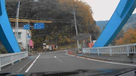 2018_0101_003618_042国道32号を左折して川崎橋を渡り県道32号を右折祖谷温泉を目指します(3).jpg