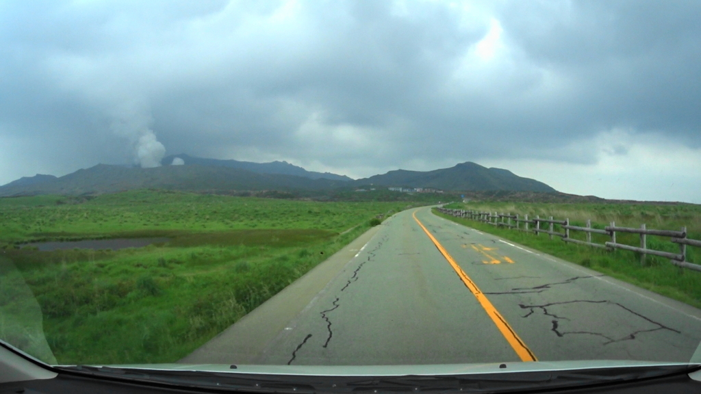 MAH00024 (1)アドベンチャートラック駐車場から阿蘇中岳眺望後阿蘇登山口駐車場(2).jpg