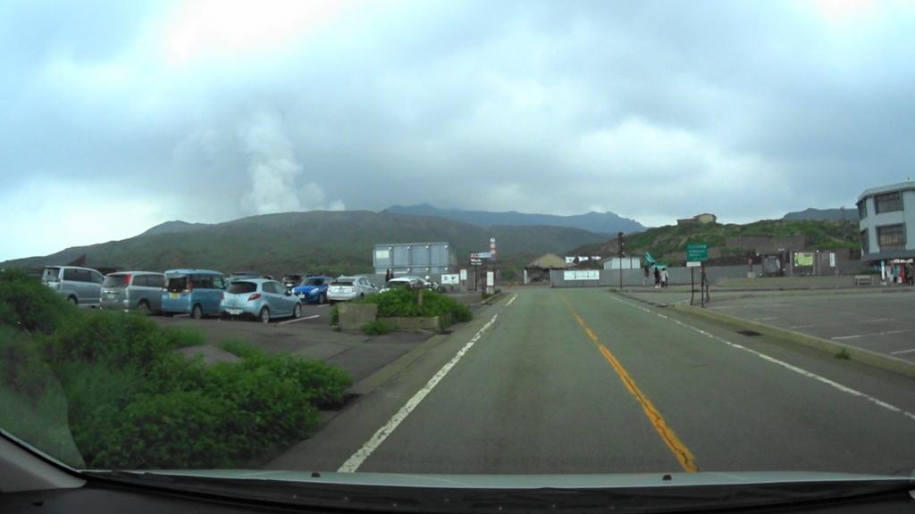 MAH00024 (1)アドベンチャートラック駐車場から阿蘇中岳眺望後阿蘇登山口駐車場(4).jpg