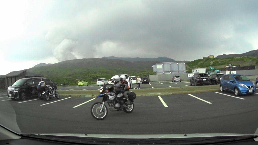 MAH00024 (1)アドベンチャートラック駐車場から阿蘇中岳眺望後阿蘇登山口駐車場(5).jpg