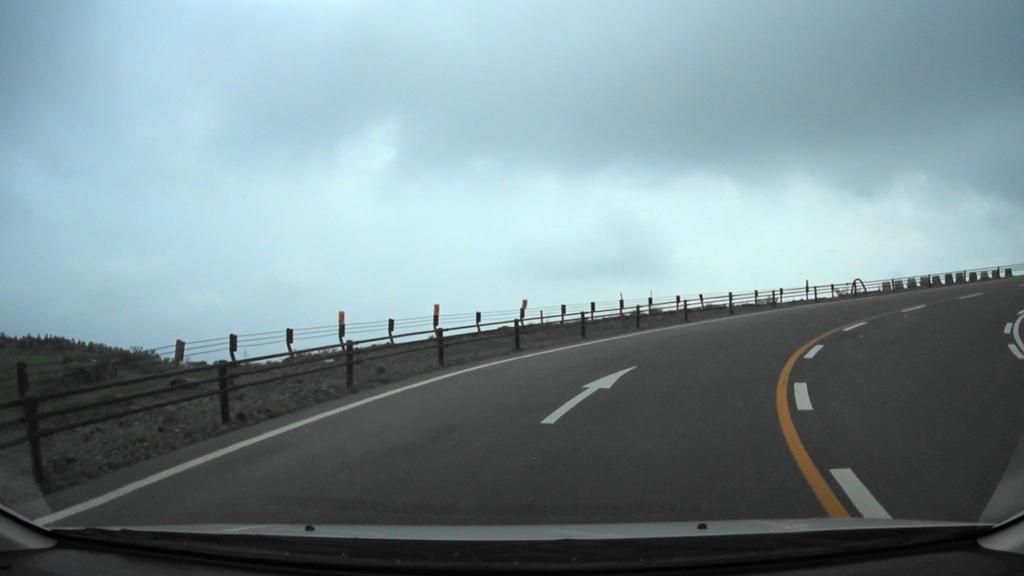 MAH00026阿蘇火口登山道駐車場から草千里展望台(3).jpg