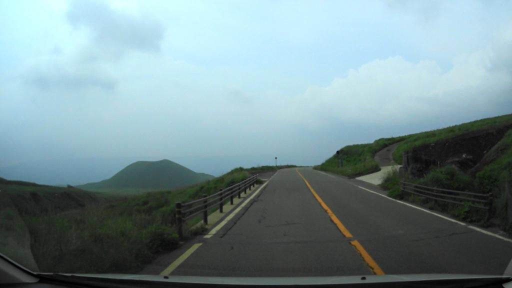MAH00027草千里展望台から阿蘇東登山道入り口まで(3).jpg